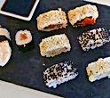 Sushi en la fiesta de blanco