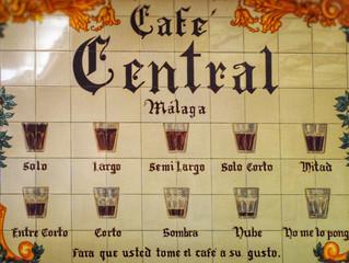 Una nube, una sombra y las 10 formas de pedir un café en Málaga
