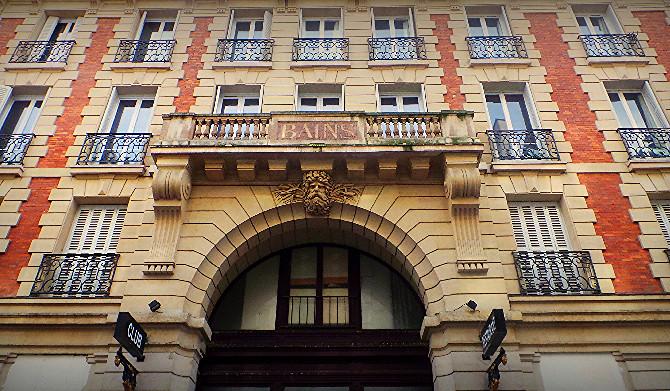 Les Bains's facade