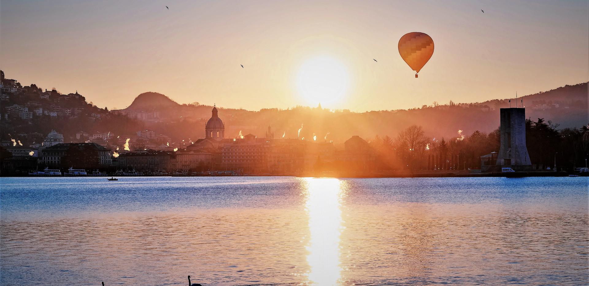 baloon on lake como.jpg