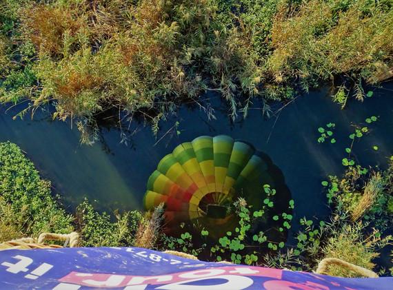 mongolfiera sul lago.jpg
