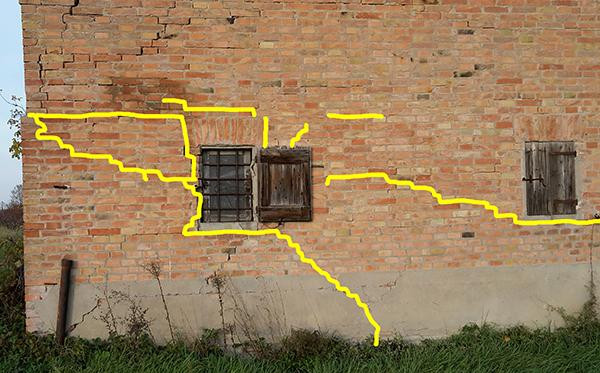 Il cedimento del terreno di fondazione ed il dissesto negli edifici.