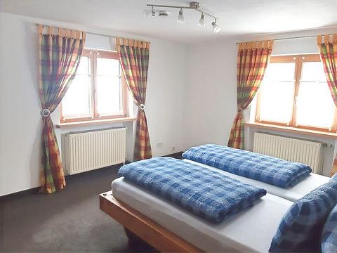 Schlafzimmer2_edited.jpg