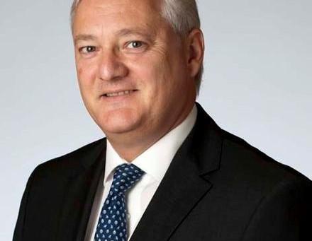 Peter Voser asume el cargo de CEO de ABB.