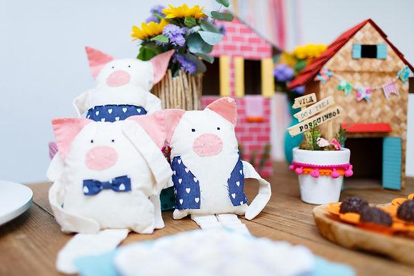Três porquinhos personagens bonecos de pano - Festa Era uma Vez