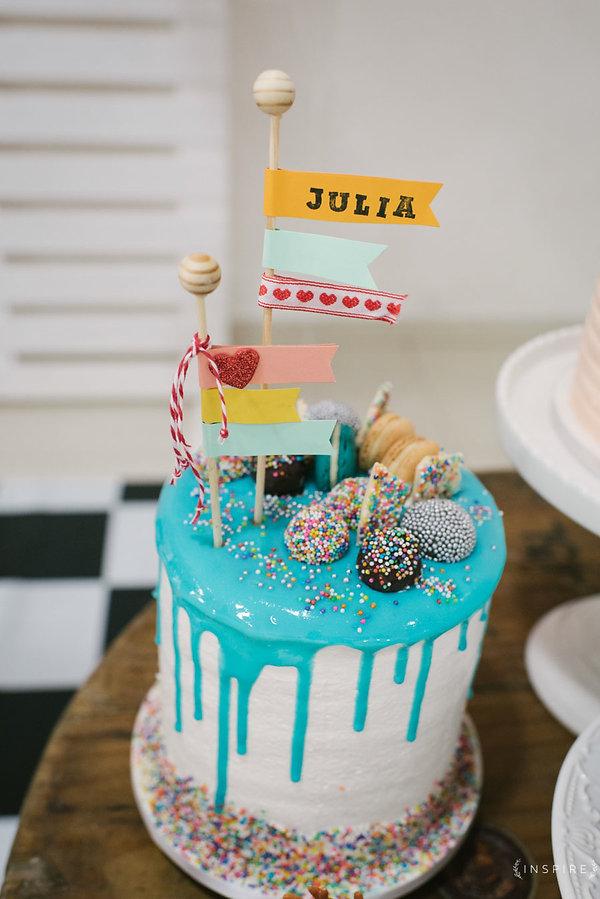 bolo colorido buttercream topo de bolo artesanal fofo