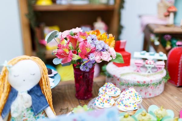Arranjo de flores delicado - Festa Era uma Vez