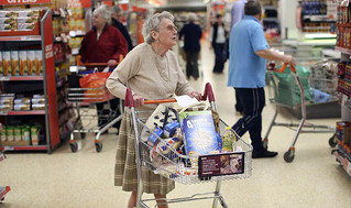 Advies uit de UK: voorzie een aparte wachtrij voor ouderen