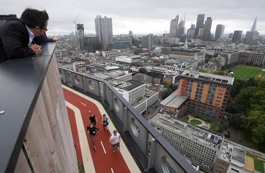 rooftop running track london old street white collar fabric.jpg