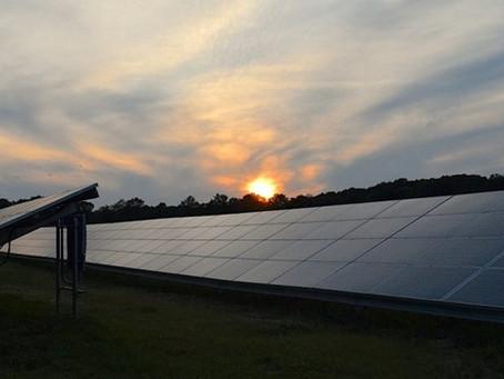 "Painel solar ""reverso"" gera energia mesmo à noite"