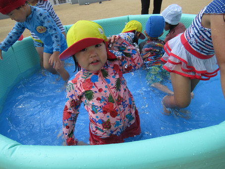 7月12日(月)元気いっぱい水遊びを楽しむ子どもたちです☆