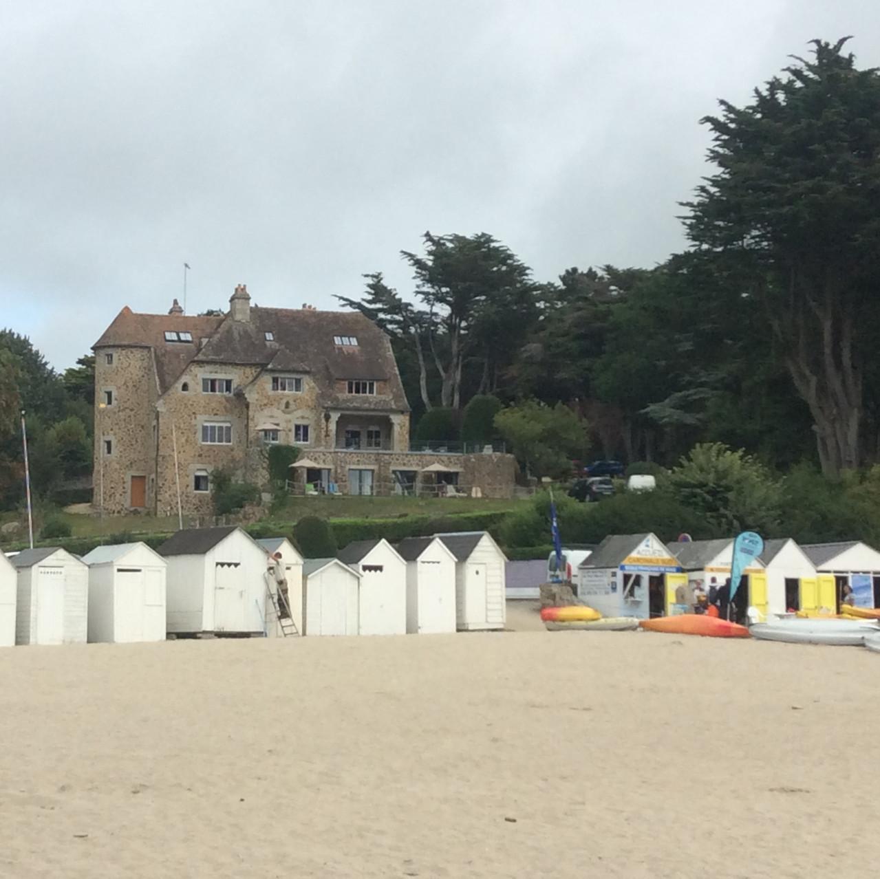 Chateau et cabanes de plage