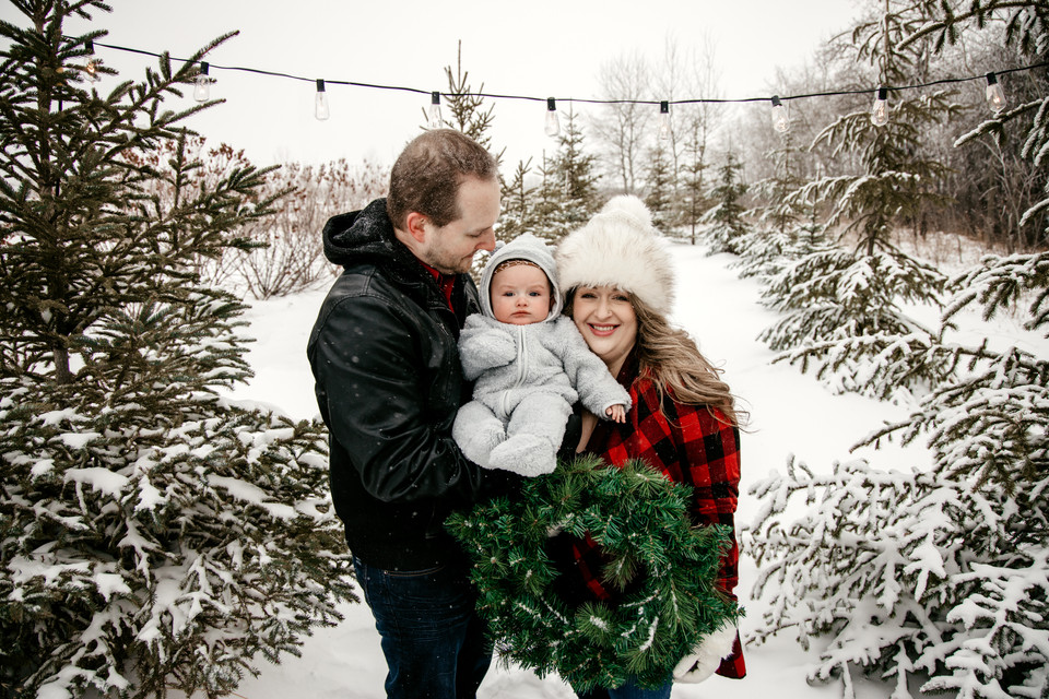 family photos, family photographer, regina, balgonie, winter, white city