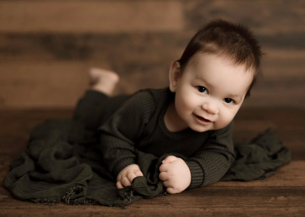 regina photographer newborn balgonie photography Saskatchewan maternity baby sitter milestone cake smash