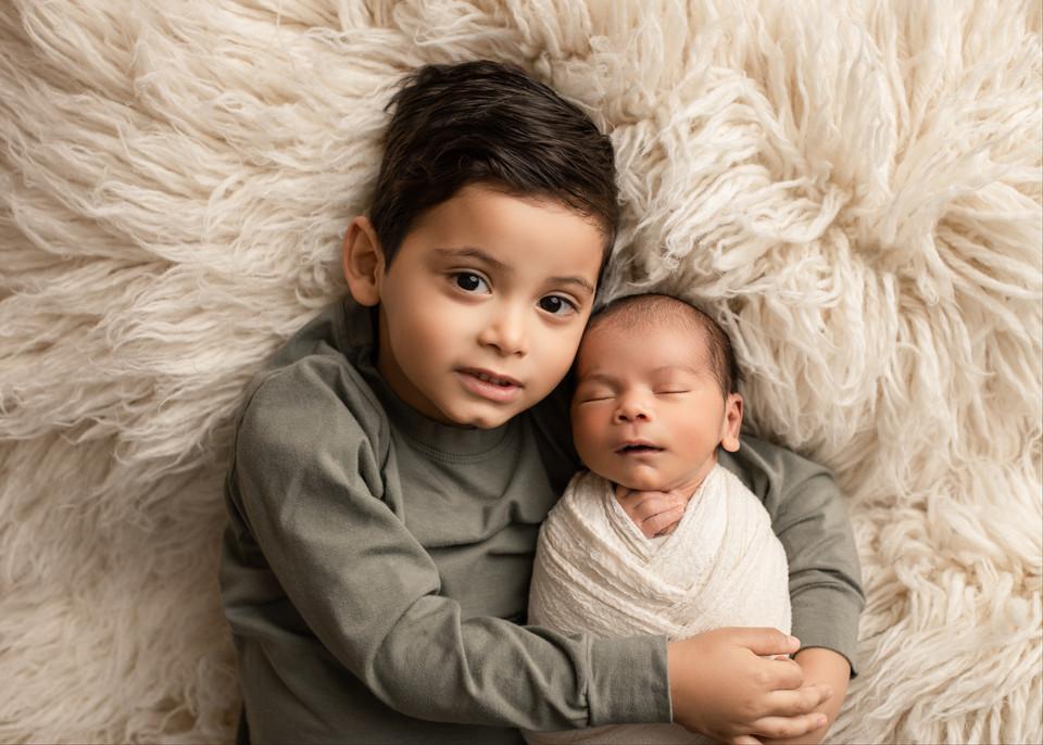 newborn photographer, baby photos, sibling photos, regina, balgonie, studio
