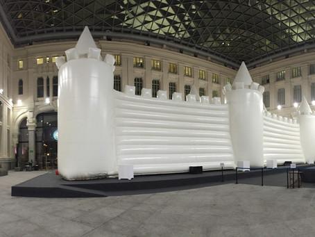 La Galería del Palacio de Cibeles se incorpora el miércoles a la Navidad con el White Bouncy Castle,