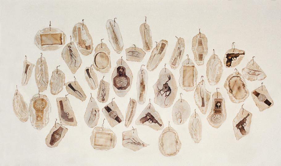 """""""Colección"""" Emulsión fotográfica sobre adobe. Dimensiones variables 1992"""