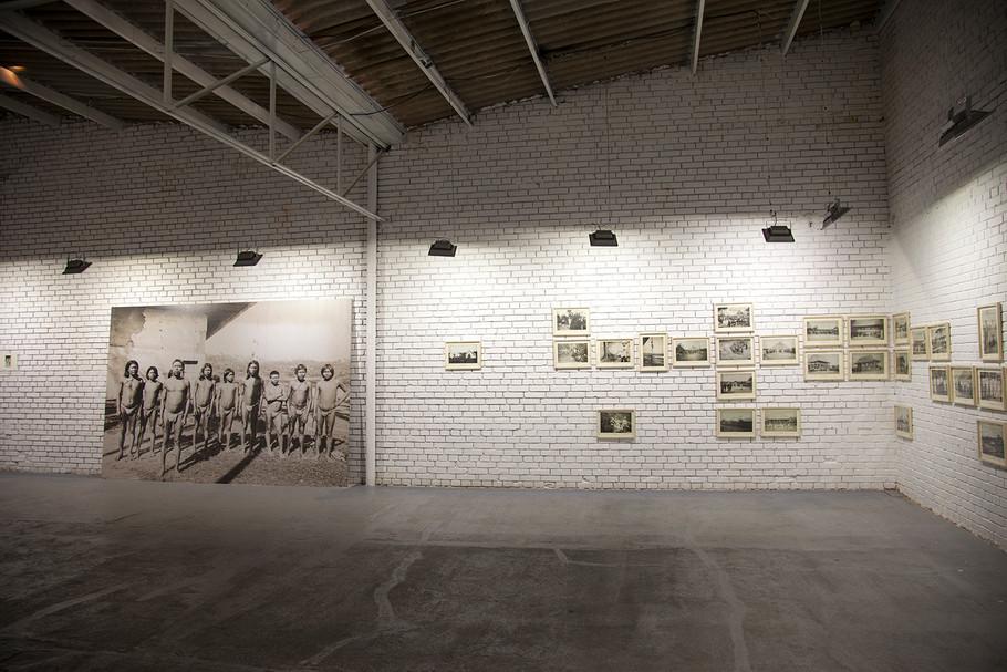 """""""Arbol de lágrimas"""". (Album de fotografías) Instalación. 2015, Lia laboratorio, Bogotá"""