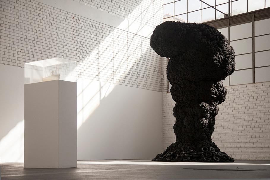 """""""Arbol de lágrimas"""".  Instalación. 2015, Lia laboratorio, Bogotá"""