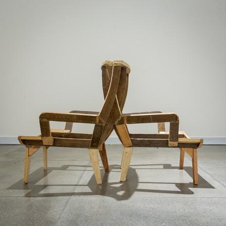 Fredy Alzate Adosados. Objeto apropiado. Estructuras de muebles realizados por carpinteros en las inmediaciones del Museo de Antioquia. Fotografia: Pablo Gómez