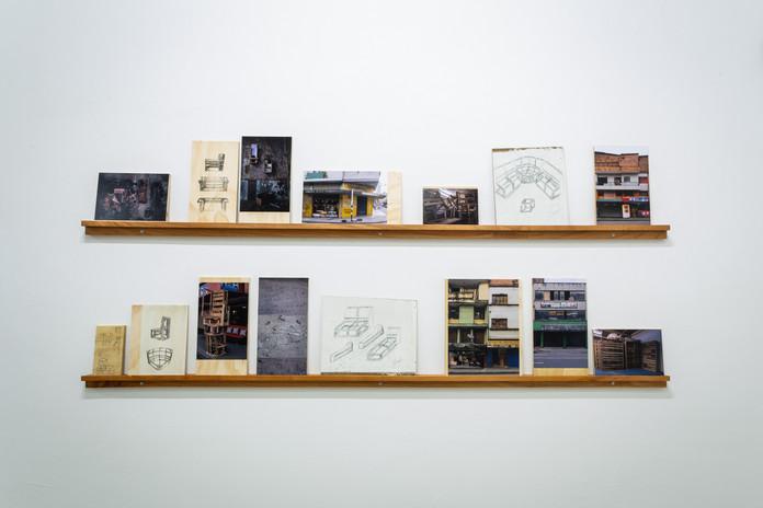 Fredy Alzate Cartografia.  Objetos apropiados (Moldes de Carpintero); fotográfias, dibujos de carpinteros. Fotografia: Pablo Gómez