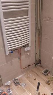 pose de radiateur sèche serviette et alimentation réseau chauffage en cuivre