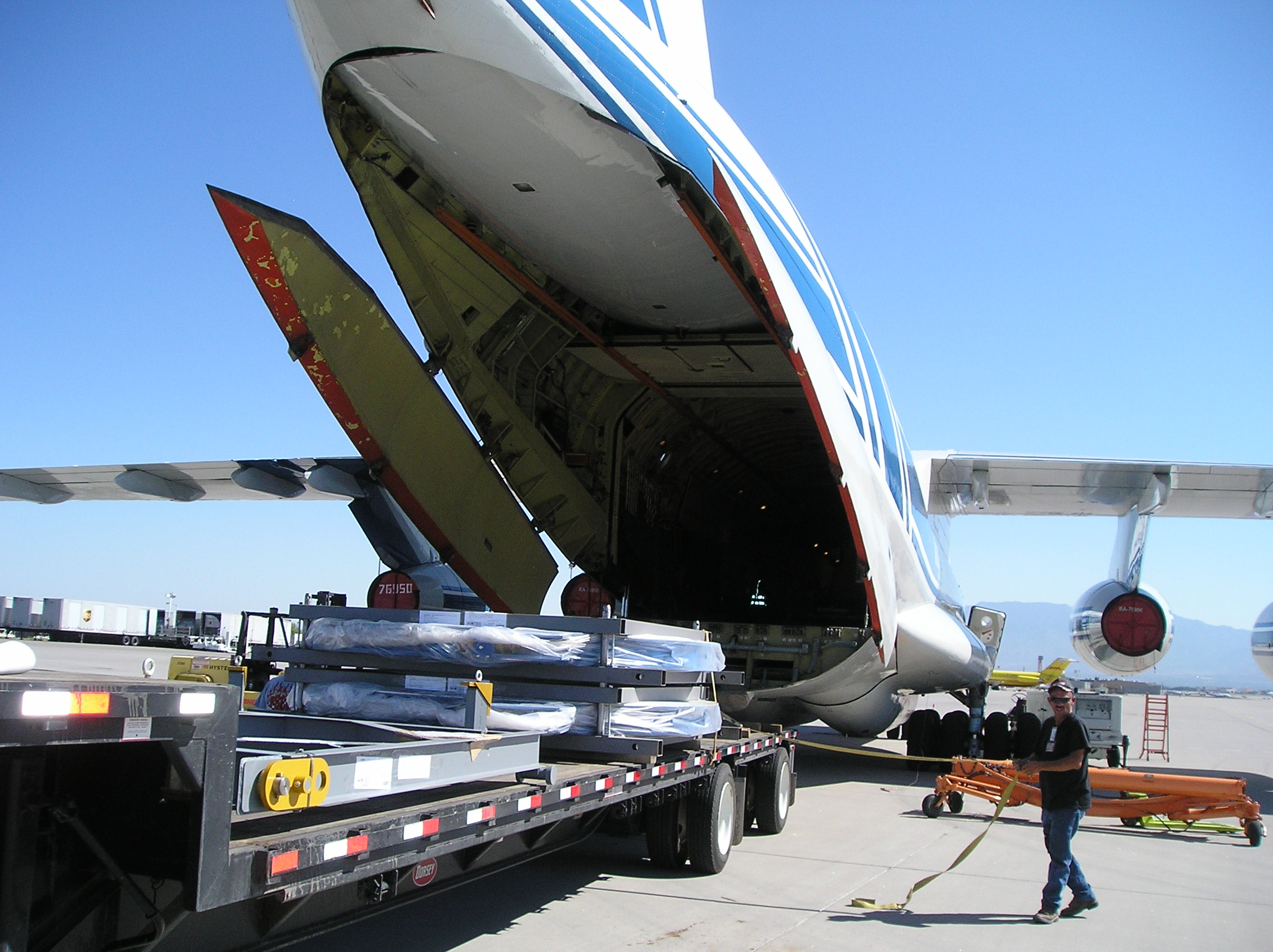 Unloading IL76 Charter