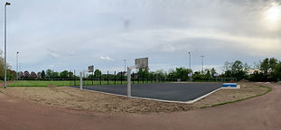 Schulplatz mit Basketballfeld 20210509.j