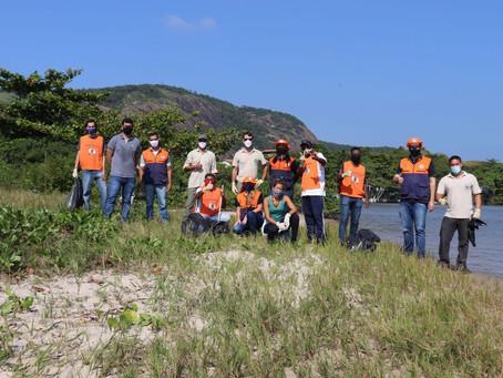 Voluntários da Defesa Civil de Niterói Participam de Limpeza da Laguna de Itaipu
