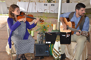 Fiddler and guitarist with flowers - wedding photo