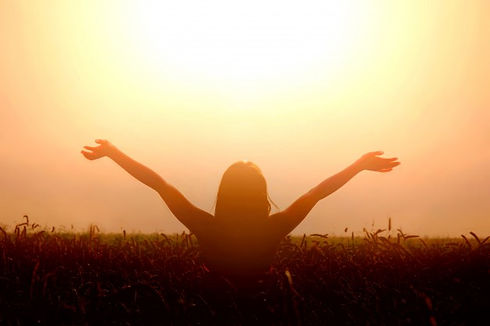 girl-lift-her-hands-to-the-sky-and-feel-