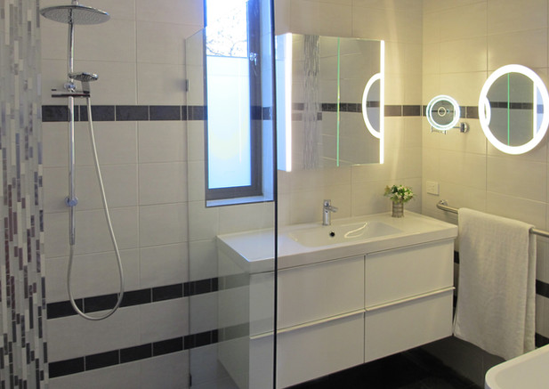 A functional, well lit bathroom.