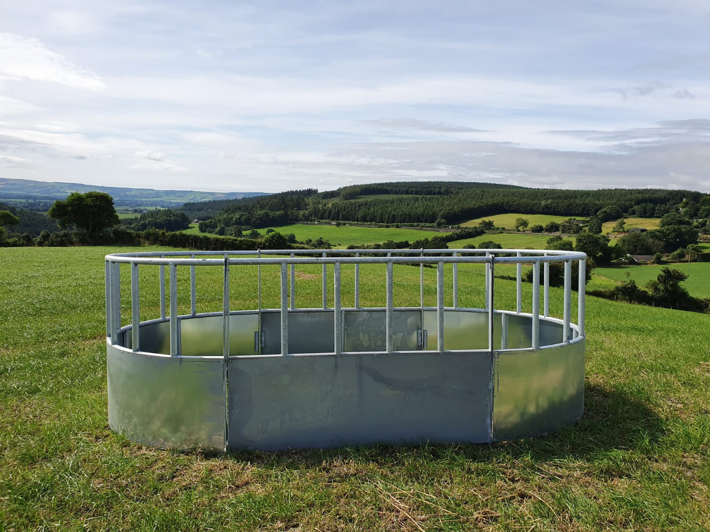 Full range of feeders & troughs available