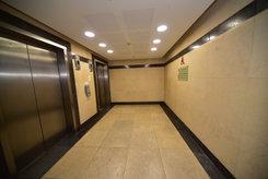 משרדים במגדלי התאומים  מגדלי התאומים הם שני מגדלי משרדים בני 14 קומותזהים ברחוב ז'בוטינסקי(מתחם הבורסה) 33 ו-35 ברמת גן. מגדלי משרדים ייצוגיים ומרהיבים, בכל מגדל שש מעליות, מתוכן ארבע לקומות ושתיים לחניון תת-קרקעי משותף שהכניסה אליו בצמוד לבניין.  המגדל כולללובי מפואר הכולל עמדת קבלה מאוישת ופינת המתנה בכניסה