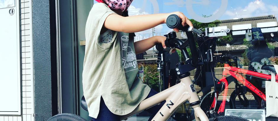 ★かわいいモデル+かわいいヘルメット★初めての自転車にご家族で満足度◎!!
