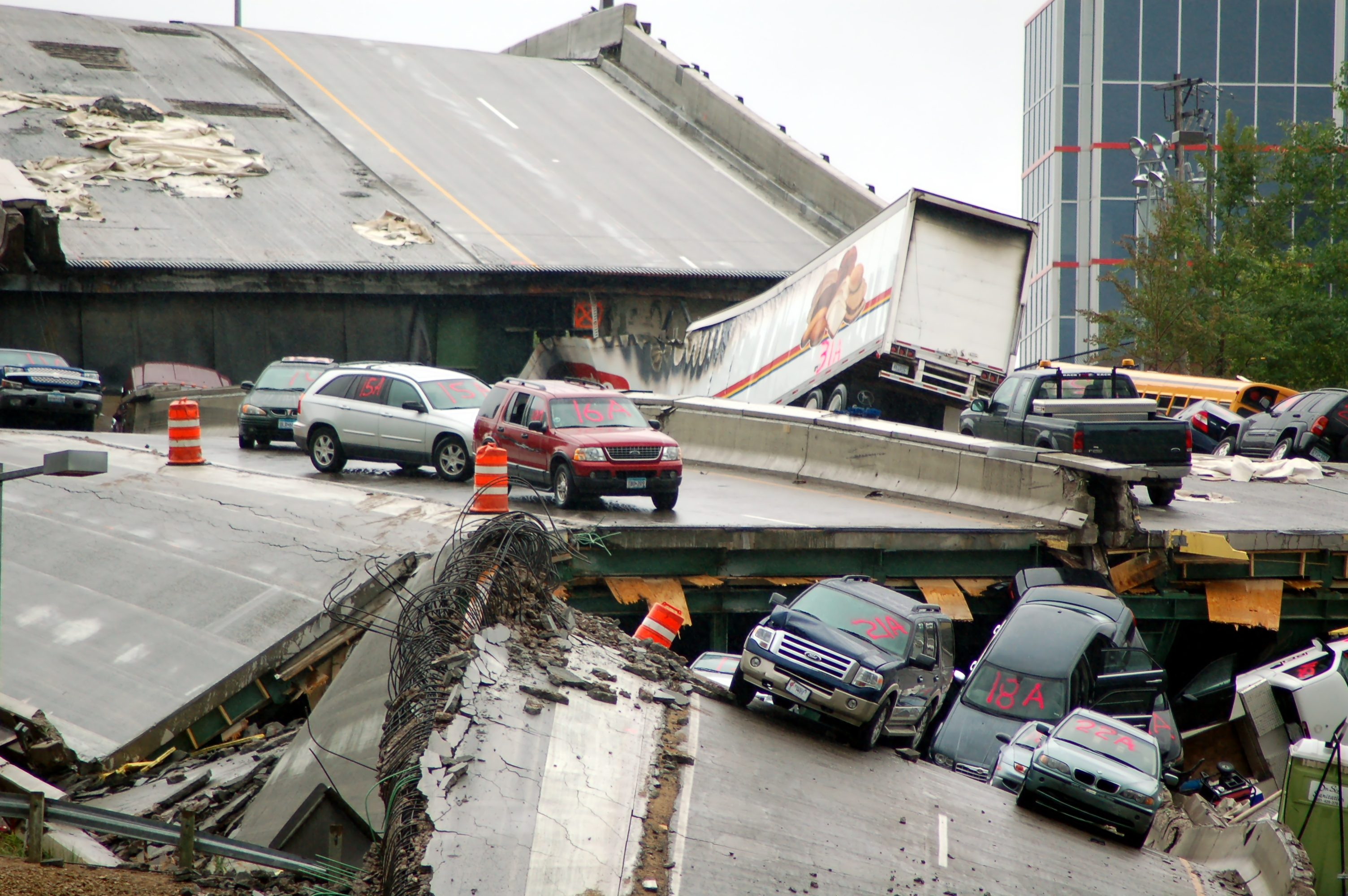 I35W_Collapse_Day_4_Wikipedia