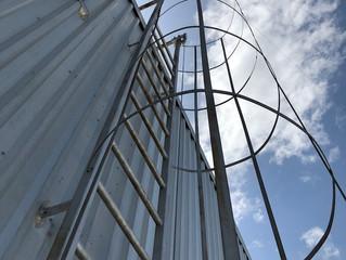 การยกเลิกคอกกันหงายสำหรับบันไดลิง (OSHA 1910 - Fixed Ladder Safety change)