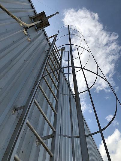 vertical lifeline บันไดลิง