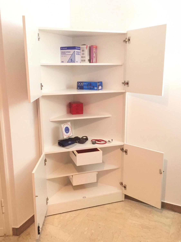 Mobile angolare per studio medico