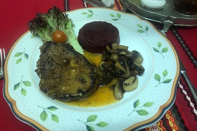Блюдо от шеф ресторана Баба Марта
