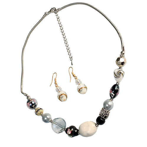 BLACK AND WHITE STONES NECKLACE
