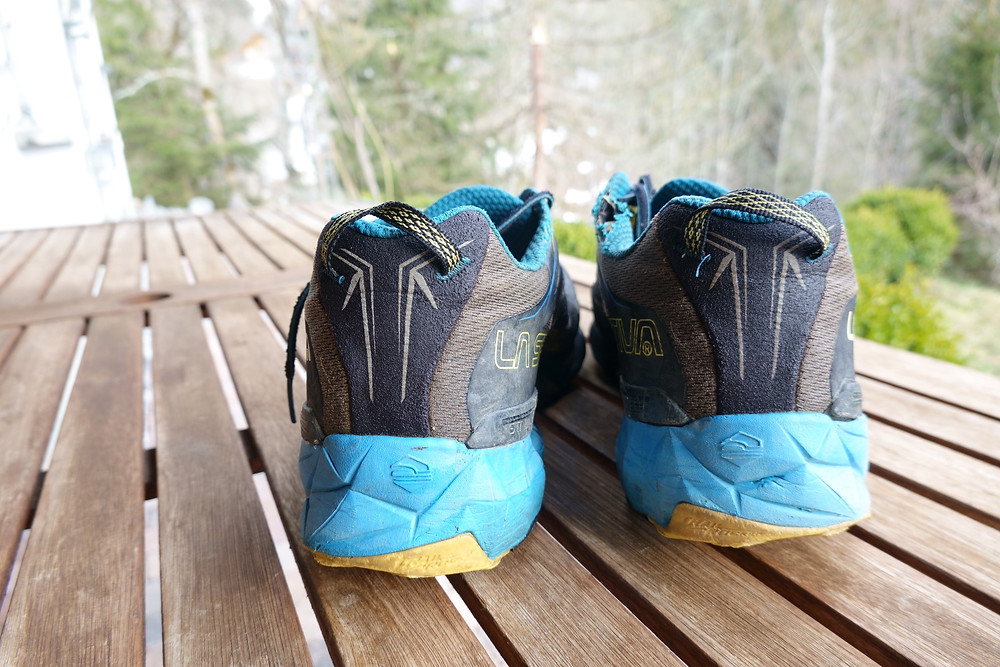 La Sportiva Akyra heel view. The heel is held secure without any movement or chafing. The soft V-notch helps to protect.