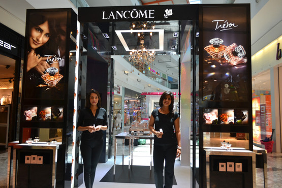 Lancome Cancun fragrance bar