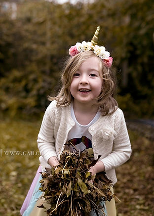 mh_girlwithleaves_1018.jpg