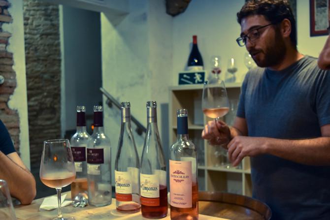 Cinco falsas creencias sobre el vino (que siempre surgen en una cata)