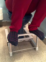 Marche pied position toilettes Axel.jpg