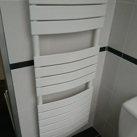 Sèche serviettes Sfera eau chaude 585W - 145 euros TTC