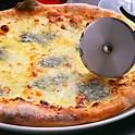 ピッツァ クワトロフォルマッジ(4種類のチーズ)