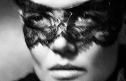 Katie-Holmes-par-Tom-Munro-pour-Vogue-Es