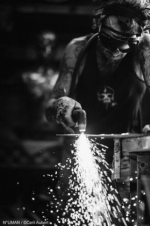 n°uman sculpteur metal